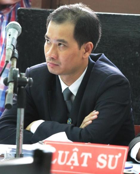 Luật sư Nguyễn Tấn Thi bào chữa cho bị cáo Minh. Ảnh: Anh Kiệt
