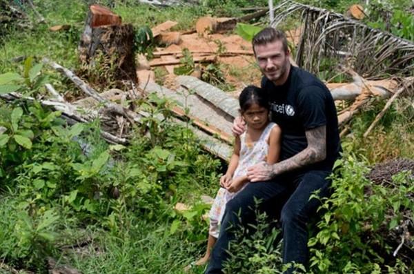 Năm ngoái, Becks đã tới Philippines thăm gia đình Viana. Cựu ngôi sao Man Utd đã có cuộc nói chuyện với bố mẹ và chị gái Venus (trong ảnh) của cô bé.