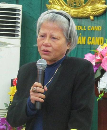 Bà Minh Vân tại buổi ra mắt cuốn hồi ký Không thể mồ côi của mình