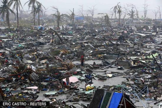 Khủng cảnh hoang tàn của thành phố sau cơn bão