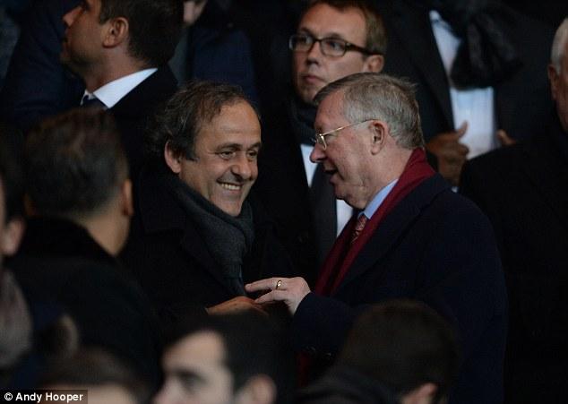 Sir Alex chào hỏi Chủ tịch UEFA - Michel Platini