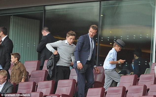 Hai bố con đi xem một trận đấu tại Emirates hồi năm 2013