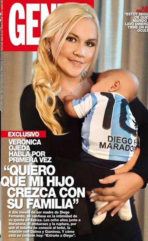 Veronica Ojeda và con trai út của Cậu bé vàng
