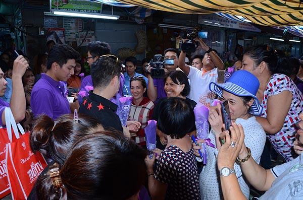 Có mặt ở địa điểm nào, Ông hoàng nhạc Việt cũng nhận được sự quan tâm, chú ý.