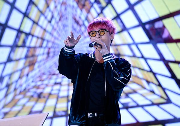 Dù có rất nhiều ca sĩ nổi tiếng tham gia chương trình, song mọi sự quan tâm, chú ý đều đổ dồn về phía Sơn Tùng M-TP và Hari Won.