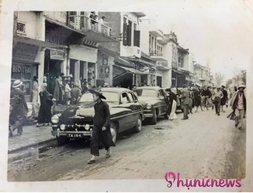 Đám rước dâu đã thu hút sự chú ý của rất đông người dân Hà Nội, tụ tập kín 2 bên đường để ngắm nhìn. Thời ấy đón dâu bằng xe ô tô, lại còn những 10 chiếc xe sang, đã chứng tỏ địa vị và mức độ giàu có, xa hoa của nhà chú rể.