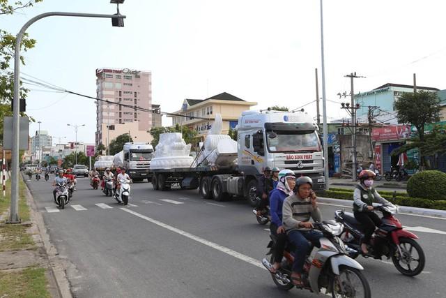 Vận chuyển Cá chép hóa rồng nặng 200 tấn bằng đường bộ...