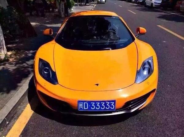 McLaren MP4-12C màu vàng biển số D.33333.
