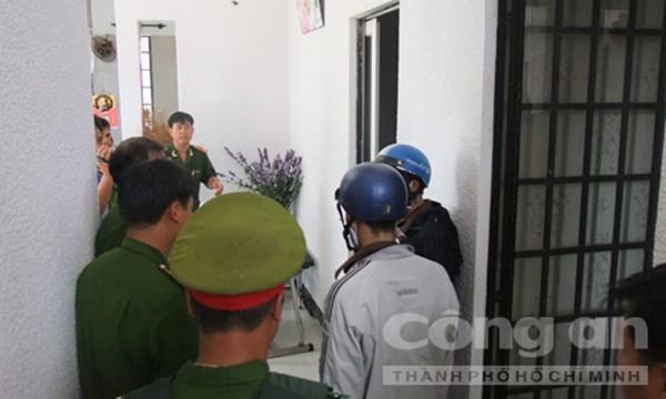 Dương và Tiến vào phòng ông Mỹ khống chế bà Nga, ông Mỹ và cháu Quốc Anh rồi sát hại từng người (Ảnh thực nghiệm hiện trường báo CA TPHCM)