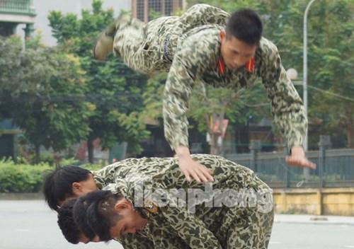 Màn khởi động quen thuộc của các chiến đấu viên ở Binh chủng Đặc công