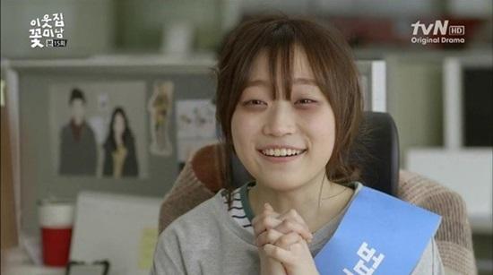 Tạo hình luộm thuộm, mái tóc rối bù cùng đôi mắt sưng húp của Kim Seul Gi trong Flower boy next door đã khiến không ít người phải khóc thét.