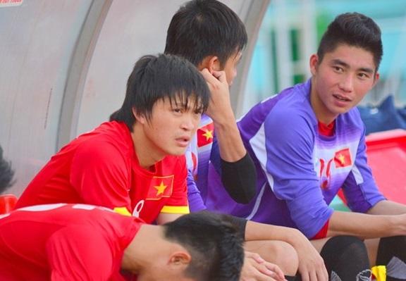 Hình ảnh trầm tư của Tuấn Anh trên băng ghế dự bị của U23 Việt Nam trong quá trình chuẩn bị cho Vòng loại U23 châu Á.