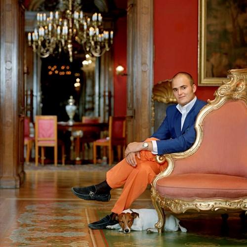 Tài sản kếch xù của hoàng tử tỷ phú quyến rũ nhất thế giới - Ảnh 4