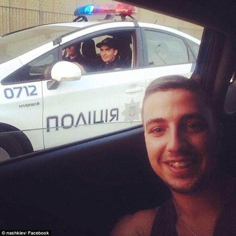 Lực lượng cảnh sát mới mà Ukraine dùng vừa giỏi nhưng cũng vừa rất thân thiện (ảnh: Dailymail)