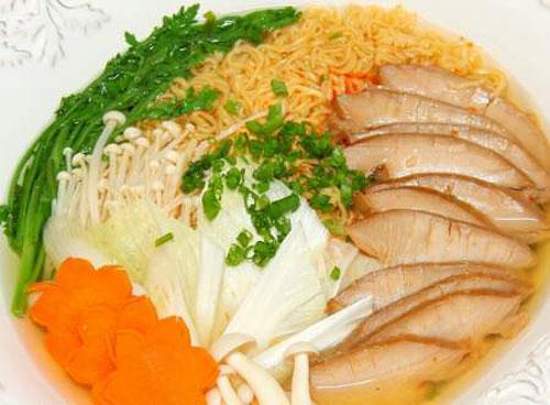 Bạn Hoài nên nấu bổ sung thêm rau xanh, trứng gà hoặc thịt để cung cấp đầy đủ chất đạm và chất xơ cho cơ thể