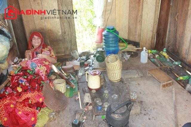 Nghệ An: Dị nhân 40 năm không tắm, không mặc quần áo