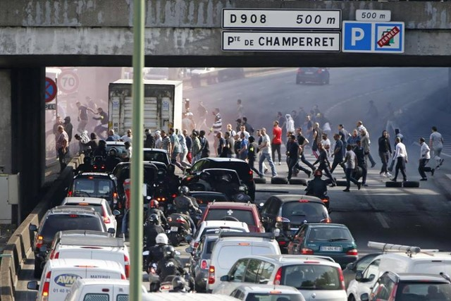 Làn sóng biểu tình căng thẳng chống Uber tại Pháp