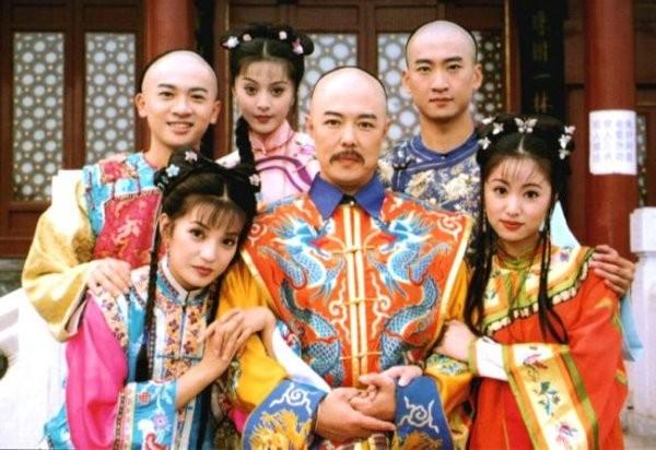 Trương Thiết Lâm nổi tiếng với vai diễn vua Càn Long.