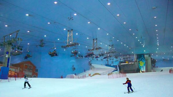 Khu trượt tuyết trong nhà hiện đại.
