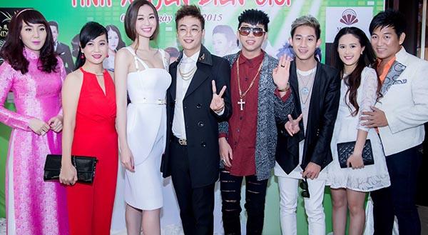 Thu hút sự chú ý nhiều nhất là sự xuất hiện của nhóm nhạc HKT.
