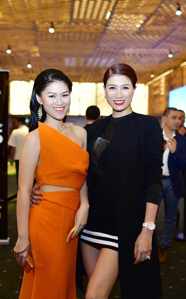 Ngọc Thanh Tâm khoe dáng cùng Trang Trần trên thảm đỏ.