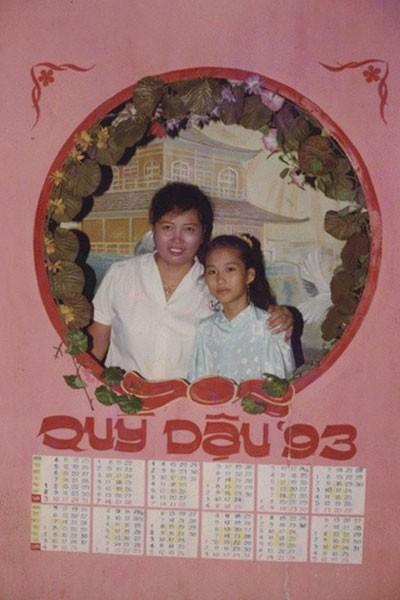 Một bức ảnh khác của Phi Thanh Vân năm 11 tuổi chụp cùng mẹ