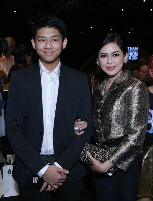 Được biết, Tăng Thanh Hà có mối quan hệ khá tốt với diễn viên Thủy Tiên. Thi thoảng, 2 vợ chồng cô cũng bay qua Philipines để thăm mẹ chồng ruột.