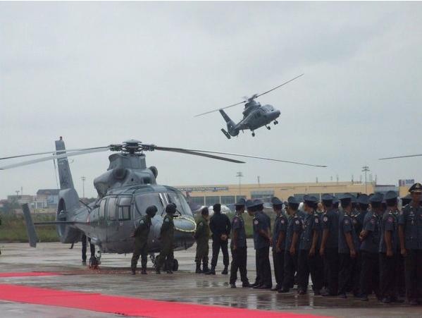 Gói mua sắm quân sự được cho rằng lớn nhất của Campuchia từ trước đến nay bằng khoản vay từ Trung Quốc chính là 12 chiếc trực thăng Harbin Z-9 với tổng giá trị 195 triệu USD hồi năm 2013. Trong tổng cộng 12 chiếc Z-9 này có 4 chiếc biến thể chiến đấu Z-9W (trang bị súng máy, rocket và tên lửa chống tăng).