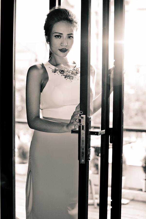 Trong thời điểm sự nghiệp đang có nhiều cơ hội phát triển, Duyên Anh bất ngờ vướng vào hàng loạt lùm xùm, tai tiếng. Cuối năm 2010, cô mất tích khỏi làng giải trí mà không rõ nguyên nhân.