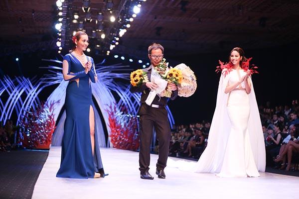 Khoảnh khắc Hoàng My, Phạm Hương diễn vedette và chúc mừng thành công của Vincent Đoàn.