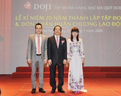 Ông Phú và 2 người con.