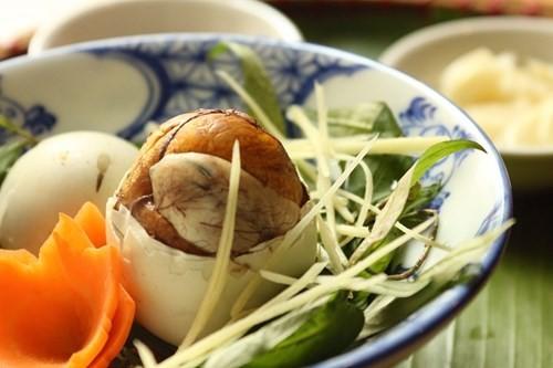 Trứng vịt lộn là món ăn giúp người gầy tăng cân. Hình minh họa.
