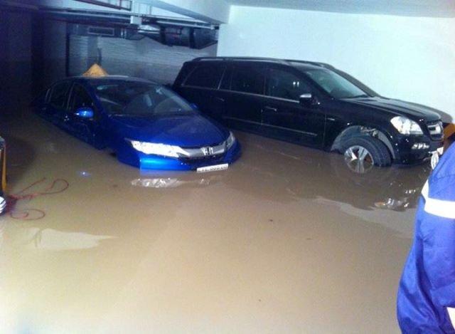 Ô tô ngập tại tầng hầm chung cư Green Hills. Ảnh: Thời báo Kinh tế Sài Gòn