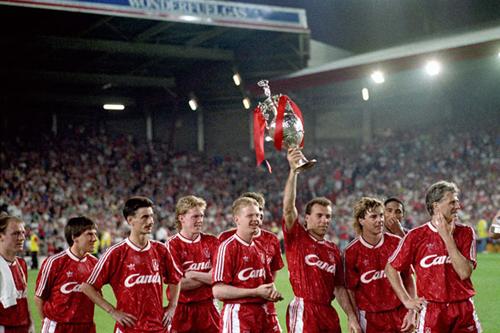Liverpool và cúp vô địch năm 1990.