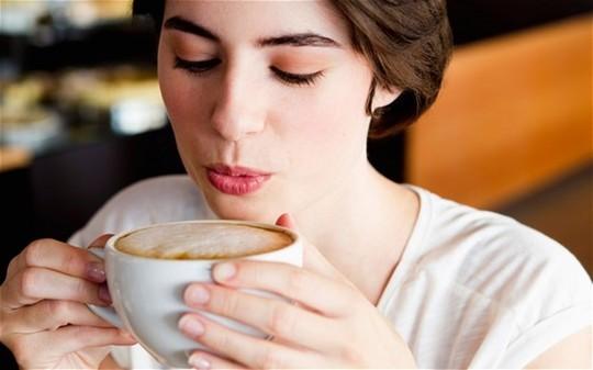 Cà phê có thể làm răng ố vàng