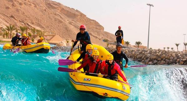 Chèo thuyền phao ở Dubai cũng là một trải nghiệm vô cùng thú vị.