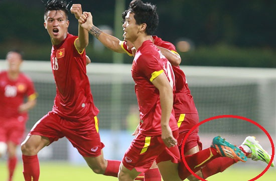 Công Phượng đi mẫu giày thiết kế riêng cho Messi