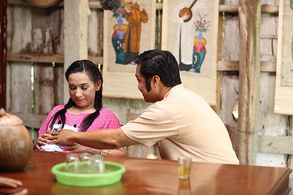 Để diễn xuất vai hài đầu tay, Phi Nhung phải dành 3 tháng tìm hiểu kịch bản và tăng 10 kg.