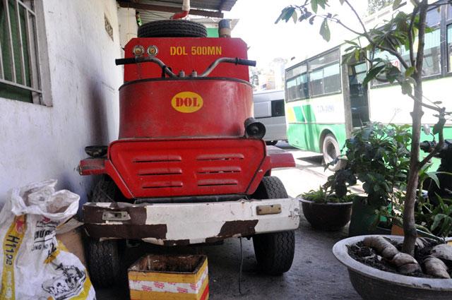 """anh: xe chua chay mini thanh """"dong sat"""" tren via he tphcm - 6"""