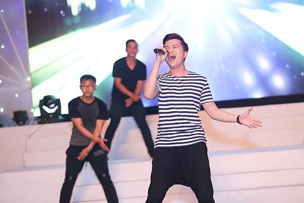 Bên cạnh đó, Quang Dũng, Nam Cường... sẽ là những ca sĩ đồng hành cùng giám khảo The Voice trong đêm nhạc này.