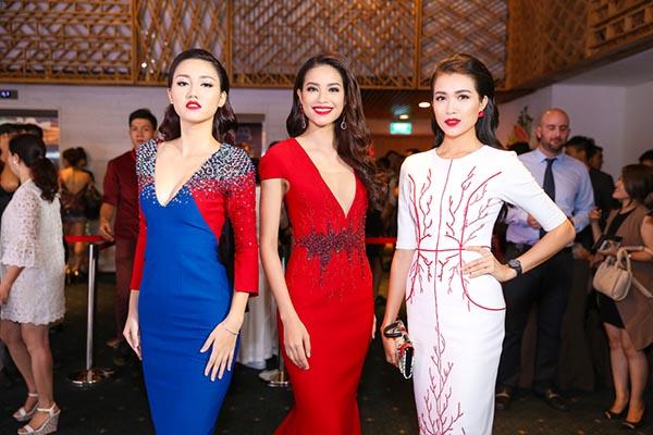 Trong sự kiện thảm đỏ, Phạm Hương bất ngờ hội ngộ Á hậu Lệ Hằng, Trà My - 2 đối thủ của cô tại Hoa hậu Hoàn vũ Việt Nam 2015.
