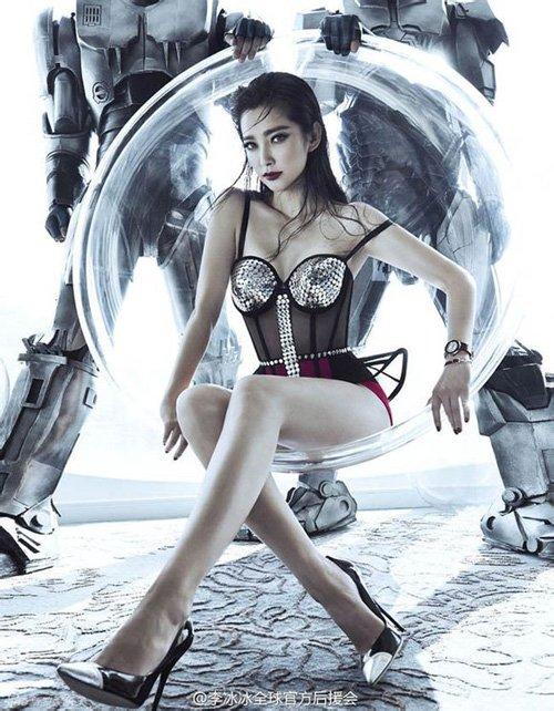 Bí quyết giữ dáng của đả nữ số 1 Trung Hoa này là tập luyện Yoga. Nhờ vậy, Lý Băng Băng không chỉ giữ được vóc dáng thon gọn, cơ thể dẻo dai mà còn có một thân hình trẻ mãi không già. Nhìn những hình ảnh cô trong phim, các khán giả sẽ không thể ngờ được người đẹp này đã bước sang tuổi 42.
