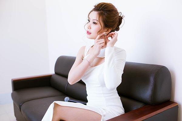 Để công việc được thuận lợi, Diễm Trang chịu khó nghiên cứu kịch bản và chuẩn bị trang phục kĩ lưỡng trước khi xuất hiện trước công chúng.