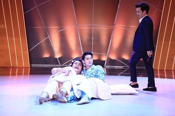 Ngoài nhận xét dí dỏm của Hoài Linh, giám khảo Mr Đàm, John Huy Trần cũng cảm thấy hài lòng với màn nhảy của cặp đôi này dù vướng 1 vài lỗi nhỏ.