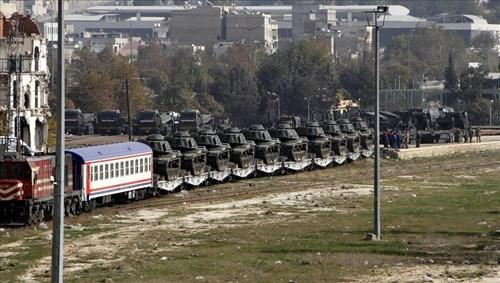 Đoàn tàu được lực lượng cảnh sát và binh sĩ Thổ Nhĩ Kỳ hộ tống.