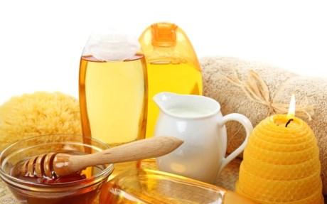 Trước khi dùng các mỹ phẩm làm từ mật ong, nên bôi thử mật ong nguyên chất hoặc mỹ phẩm tự chế từ mật ong lên mặt trong của cánh tay.