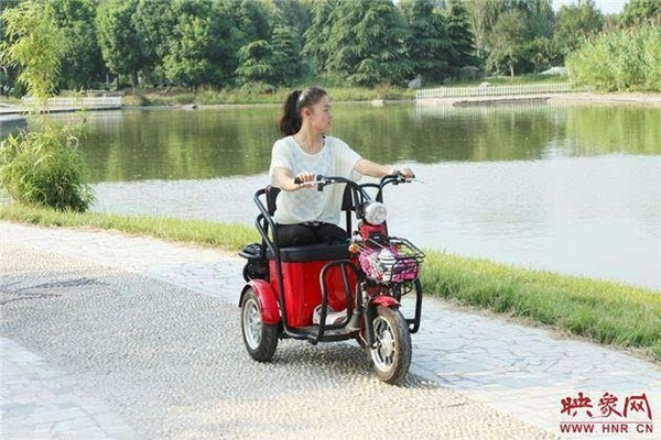 Chiếc xe đặc chế riêng cho Vương Quyên để cô dễ bề di chuyển.