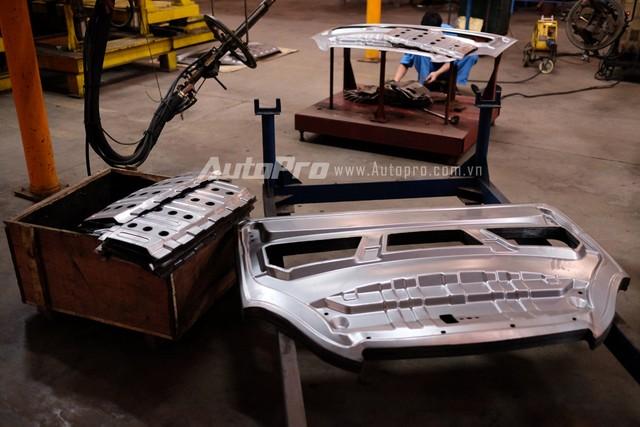 Những tấm dập thân xe được Vinaxuki tự sản xuất.