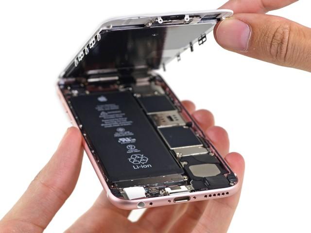 iPhone 6S sử dụng pin lithium-ion polymer tiêu chuẩn có thể hoạt động trong 15 tiếng