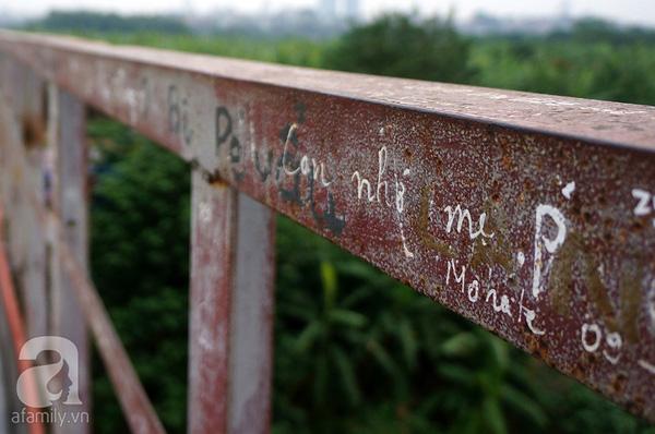 Tỏ tình với mẹ bằng cách viết trên cầu Long Biên liệu có phải cách hiệu quả?